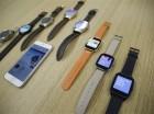 Los smartwatches Android Wear compatibles con el iPhone de Apple en las oficina de Google en San Francisco.