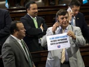 Legisladores votaron a favor de quitarle la inmunidad a Otto Pérez.