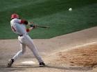 Joey Votto, de los Rojos de Cincinnati, conecta un cuadrangular de tres carreras a lanzamiento del cerrador venezolano Héctor Rondón, de los Cachorros de Chicago.