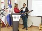 El especialista Luis Armando Rivera, explicó que la musicoterapia es el uso clínico y en vivo de intervenciones musicales en el contexto de una relación terapéutica, para lograr metas y objetivos no-musicales.