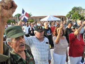 Veteranos, guerrilleros, funcionarios y militares participaron en el acto.