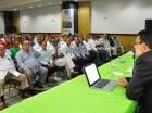 José de Moya habla en la asamblea de la Cámara Forestal.