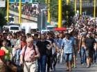 Columna de refugiados hacia Austria.