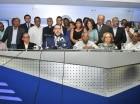 Víctor Gómez Casanova, director de comunicaciones del PRD, habla a la prensa.