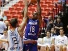 Luis Flores está con la selección de RD en el Preolímpico de Baloncesto.