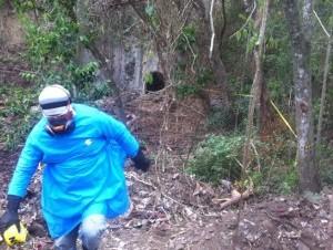 Sabana Iglesia. Trabajadores cerraron la entrada del túnel de la presa de Tavera, donde 28 obreros se contagiaron con histoplasmosis mientras limpiaban.