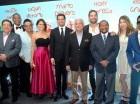 """El director, Roberto Ángel Salcedo, reunió a todo el elenco en la premier de """"Todo incluido""""."""