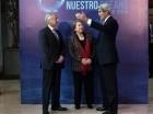 El canciller chileno Heraldo Muñoz, izq., y la presidenta Michelle Bachelet conversan con el secretario de estado norteamericano John Kerry antes del comienzo de una conferencia internacional interoceánica.
