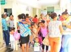 El hospital Robert Reid Cabral, en el Distrito Nacional, sigue abarrotado de madres que llevan a sus hijos con signos del dengue. El Ministerio de Salud Pública declaró 13 provincias en alerta amarilla, reportó 73 muertes hasta ayer y 6 mil 266 casos p