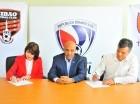 Lissa Tobal, de Cibao FC; Félix Ledesma, director general de la LDF, y Juan Carlos Gastón, del Internacional de Toronto.