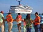 Maimón, Puerto Plata. El primer crucero de la Carnival Corporation arribó ayer al puerto de Maimón, luego de 20 años del retiro de las embarcaciones de cruceristas, operación que es vista como el resurgimiento del polo turístico de Puerto Plata. La