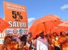 Sindicatos y gremios del sector salud se concentraron ayer en la explanada del Congreso Nacional para demandar un reajuste salarial para los trabajadores y más inversión en salud.