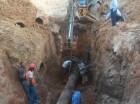 Profesionales y técnicos del INAPA trabajaron en la reparación de la avería.