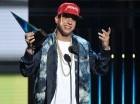 Daddy Yankee acepta el premio al Artista Urbano Favorito en la ceremonia de los Latin American Music Awards, celebrada en el Teatro Dolby de Los Ángeles.