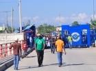 Siguen protestas en la frontera contra veda a 23 productos criollos.