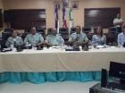 El director de la Autoridad Metropolitana de Transporte (AMET), general Frener Bello Arias, habla durante una reunión con miembros directivos de la institución.