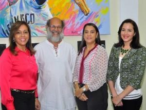 Loly de Estrella, José Mercader, Sandra Rodríguez y Mercy Fernández.
