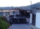 Vehículo destrozado por los comunitarios en Guatemala.