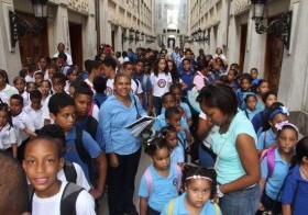 Niños, jóvenes y adultos de diversos centros educativos asistieron a los actos conmemorativos