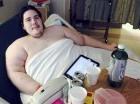 Steven Assanti, de 33 años, descansa en su cama en el hospital Kent de Warwick, Rhode Island, el lunes 12 de octubre de 2013.