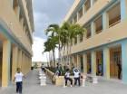 Moradores del sector Proyecto 26 de Enero, en Los Guaricanos, se quejaron de que los estudiantes de la escuela de tanda extendida coronel Rafael Tomás Fernández Domínguez no están recibiendo ni el desayuno ni el almuerzo escolar, desde la inauguració