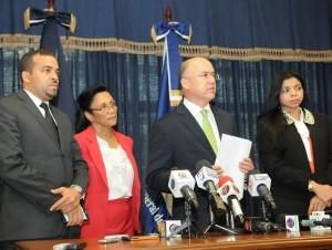 El procurador general Francisco Domínguez Brito durante la rueda de prensa.