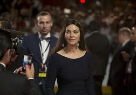 La actriz Monica Bellucci a su llegada al estreno regional de la última película de James Bond,