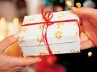 Obsequiar regalos es una expresión de amor que envuelve a la época navideña.