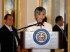 Margarita Cordero habla al recibir el Premio Nacional de Periodismo.