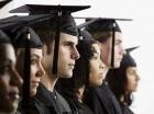 Hay personas que entienden que tener un título universitario no les garantiza el éxito económico.