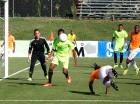 Acción del encuentro de ayer entre los oncenos de Cibao FC y La Herradura.