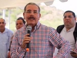 Danilo Medina se dirige a productores de Villa Sinda.