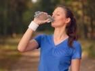 Recomiendan hidratarse varias veces al día.