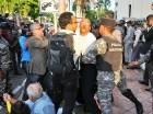 Los manifestantes sorprendieron la seguridad del edificio de la OISOE.