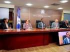 Los miembros de la Comisión de Compras y Licitaciones de la JCE recibieron las ofertas.