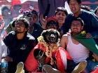 El perro Petardo se convirtió en un héroe al enfrentar a unos policías durante una manifestación contra el Gobierno de Evo Morales.
