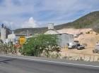 Las operaciones de producción de Cementos Santo Domingo, cuya planta está en Azua,  están en la mínima expresión, por la imposibilidad legal de la empresa de extraer roca caliza, material necesario para su proceso fabril.