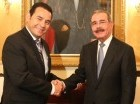 El presidente electo de Guatemala Jimmy Morales juanto al presidente Danilo Medina.