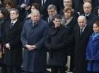 Desde la izquierda, alcaldesa de París Anne Hidalgo, expresidente Nikolas Sarkozy, presidente del Senado Gerard Larcher, primer ministro Manuel Valls, canciller Laurent Fabius y ministra de Ambiente Segolene Royal aguardan el inicio de la ceremonia en Le