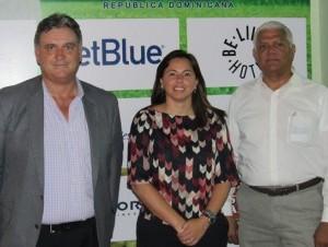 Michael Espino, Ana Santelises de Latour y Winston Cruz.