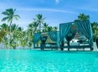 El Club cuenta con una amplia piscina con vista al mar.