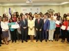 Montilla de Medina junto a graduandos y al equipo que hizo posible la iniciativa.