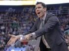 El coach interino de los Golden State Warriors Luke Walton.