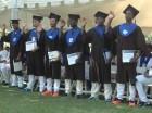 Graduandos de bachillerato haciendo el juramento.