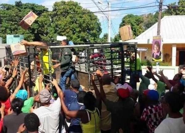 Cajas navideñas voladoras...una realidad que se vive todos los años en República Dominicana y que ya ha cobrado vidas.