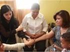 Margarita Cedeño, Berlinesa Franco y familiares visitan a la familia del sargento Archie de Jesús Medina.