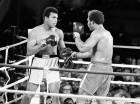 Muhammad Ali (izq.) durante su combate ante George Foreman en 1974.