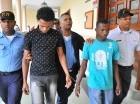 Acusados de matar al segundo teniente son conducidos a la cárcel.