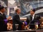 Mariano Germán saluda al presidente Danilo Medina durante la rendición de cuentas con motivo al Día del Poder Judicial.