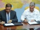 El presidente de la JCE y el ministro de Obras Públicas firmaron ayer un acuerdo.
